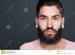 Hombre Joven Con La Barba Y Perforaciones Imagen De Archivo Imagen