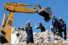 Quake wrecks old buildings in Crete ...
