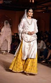 Bollywood Fashion Designer Collection Deepika Padukone Deepika Padukone At Anju Modis Bajirao