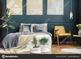Vintage Schlafzimmer Mit Retro Stuhl Stockfoto Photographeeeu