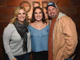 Maybe you would like to learn more about one of these? Trisha Yearwood Says Garth Brooks Daughters Have Given Her Grace People Com