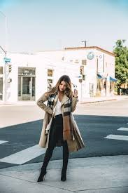 pam hetlinger looks utterly elegant in this classic burberry trench coat worn simply with leather
