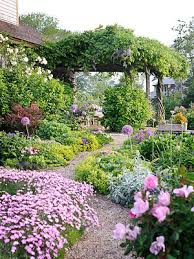 Small Picture Cottage Style Landscape Design BHGcom Better Homes and Gardens
