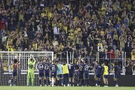 Kasımpaşa'yı 3-2'yle geçen Fenerbahçe liderlik koltuğuna oturdu