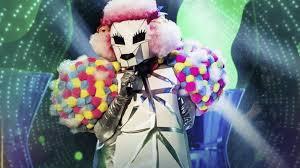 Il cantante mascherato, il secondo eliminato è il Barboncino ...