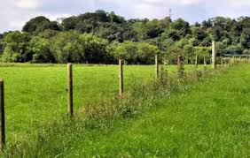 fence construction. permanent electric fence construction