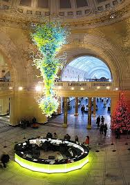in 2000 chihuly s commission from the victoria and albert museum for a 30 foot