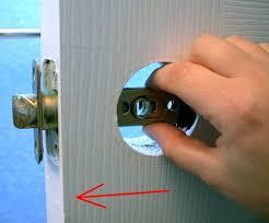 how to replace an interior doorknob