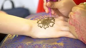Stock Video Na Téma Woman Doing A Henna Tattoo 100 Bez Autorských Poplatků 1021093390 Shutterstock