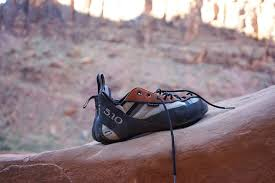 how to stretch your climbing shoes tips