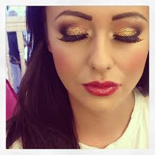 gold eyeshadow and red lipstick