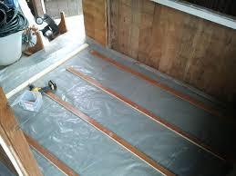 Osb platten für stabile fußböden. Renovierung Der Gartenlaube Teil 2 Fussboden Mit Verlegeplatten Parzelle94 De