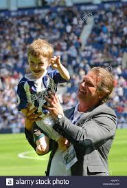 Young amputee Tommy Brown with former footballer Andy Johnson. Tommy Stock  Photo - Alamy
