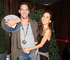 Ring Huge Fiancée Engagement Look Off Jonathan Rhys First ie Meyers - Independent Shows Diamond