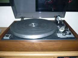 bose turntable. this turntable as far quality i believe my sl-220 and pl-71 to be superior. these things look like another manufacturers table rebadged for bose. bose