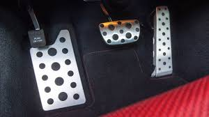 how does a gas pedal work
