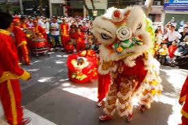 Kerap diidentikkan dengan suasana yang meriah, pertunjukan barongsai kerap dihadirkan. Bagaimana Tahu Perbedaan Antara Cina Singa Dan Naga Dances