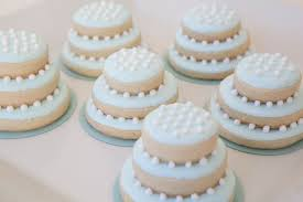 wedding cake cookies diy wedding favor ideas guests will keep for sure