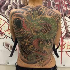 фото татуировки дракона в стиле ориентал на спине девушки фото