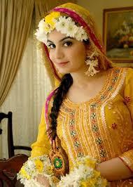 2017 best yellow mehndi dresses for stani brides