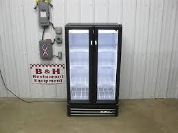true gdm 30 ld glass 2 door merchandiser refrigerator pop beer beverage cooler