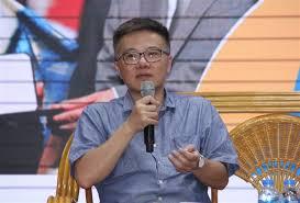 Tính đến năm 2010, ông là nhà khoa học trẻ nhất việt nam được hội đồng chức danh giáo sư nhà nước việt nam phong học hàm giáo sư. Hai Quyết Ä'ịnh Lá»›n Mang Ä'ến Thanh Cong Cho Giao SÆ° Ngo Bảo Chau