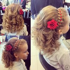 Гладкие прически на длинные волосы дополняют жемчугом и нежными ободками. Pricheska Dlya Devochki Na Vypusknoj V Detskom Sadu Svoimi Rukami Pricheski Poshagovo Na Vypusknoj V Detskij Sad Obshie Deti G Voronezh