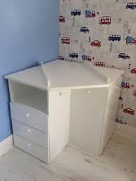 Baby-Corner-Changing-Table: I would just put a contoured pad on
