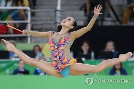 south korean rhythmic gymnast son yeon jae performs her clubs routine during the individual all around qualification at the rio de janeiro olympics on aug