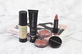 if your insram feed is anything like mine you ll have heard of youngblood mineral cosmetics this year i ve been seeing their s in flatlays and