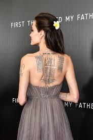 анджелина джоли обнажила спину в платье от Dior показав татуировки