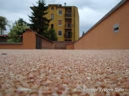 Pavimentazione Balconi Esterni : Dekostone pavimenti in resina e ciottoli di marmo drenanti