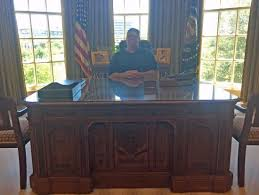 desk in oval office. The George W. Bush Presidential Library And Museum: Oval Office At Resolute Desk In 2