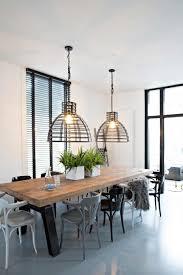 Houten Eettafel Met Industriële Lampen Wooden Dining Table And
