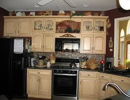 cream kitchen cabinets with black countertops home design ideas cream kitchen cabinets with black granite countertops best design interior