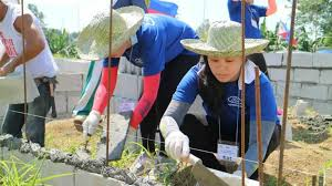 Ford Volunteer Corps Assists With Over 1 700 Community Service