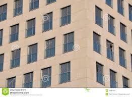Moderne Fassade Mit Fensterläden Stockfoto Bild Von Konkret