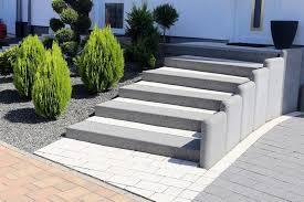 Die preise für treppen aus beton hängen von der konstruktion, der form und den ausmaßen ab. Aussentreppen Bauen Oder Sanieren Welches Material Themen Lokalmatador