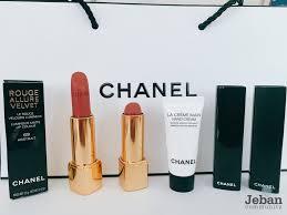 ยืน หนึ่ง Chanel ลิปสติก เสมอ