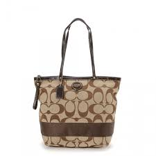 LXRandCo guarantees this is an authentic vintage Coach Bag tote. Crafted in  monogram canvas, this chic large handbag comes in beige.