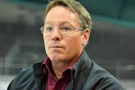 A l'origine: le troisième but biennois inscrit par Alain Miéville samedi face au Genève-Servette HC, un but accordé par l'arbitre Danny Kurmann ... - 30500-1