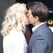 PICS] Tom Cruise & Vanessa Kirby Kiss ...
