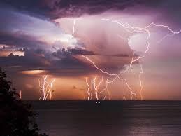 """Résultat de recherche d'images pour """"image Lightning Storm Moves Across the USA"""""""