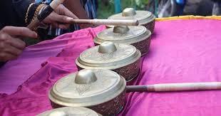 Alat musik tradisional khas sumatera barat dan gambar adalah sebuah informasi yang mengulas tentang kesenian yang digunakan oleh suku padang di daerah yang dikenal sebagai ranah minang. Mengenal 15 Kesenian Tradisional Khas Sumatera Barat