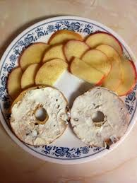 thomas cinnamon raisin bagel thin 3pts laughing cow cream cheese wedge 1pt per wedge apple sprinkled with cinnamon sugar add a side of black coffee