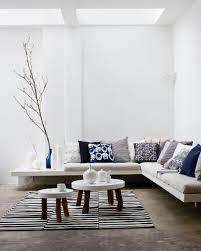 Mooie Witte Woonkamer Met Donkere En Houten Accenten Livingroom