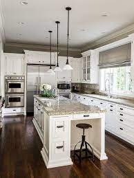 家を新築する方に第一に求める条件を尋ねると キッチンのインテリア実例 1 Kitchen Design Traditional Kitchen Design Traditional Style Kitchen Design