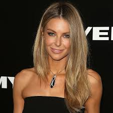 exclusive steal jennifer hawkins makeup look for your saay night out perfect hair styles and