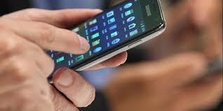 Resultado de imagem para imagens celular na mão