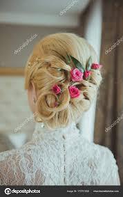 Svatební účes S Květinami Stock Fotografie Yanaphoto 172741558